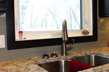 Undermount sink with quartz coundertops
